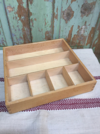 Vintage houten bakje met vakverdeling
