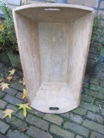Decoratieve houten voeder- of deegbak uit Frankrijk.