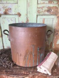 Antieke hoge koperen pan