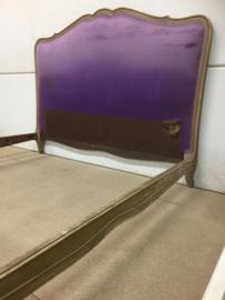 Brocant ledikant in paars fluweel