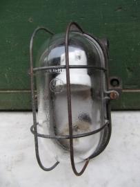 Brocante kooilamp met bakkelite voet en helder glas.