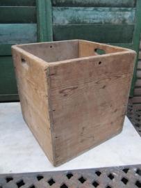Mooie oude houten vierkante kist