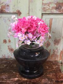 Antieke natuurstenen urn/vaas