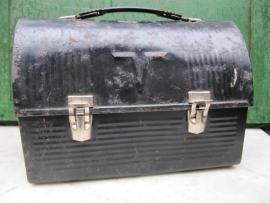 Vintage metalen lunchbox van het merk Thermos