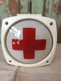Vintage lamp met rood kruis