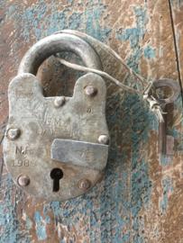 Ijzeren hangslot met sleutel