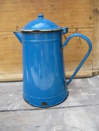 Brocante emaille blauwe koffiekan lichtblauw