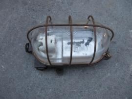 Oude Franse brocante kooi-stallamp met bakelite voet