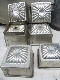 Brocante Franse metalen bakblikken/puddingvormen