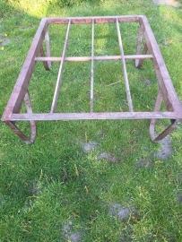 Oude industriële metalen pallet voor salontafel