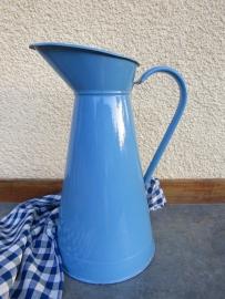 Franse grote blauwe emaille waterkan