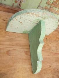 Oud groen regaaltje