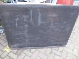 Oud brocante groot schoolbord om aan de muur te hangen.