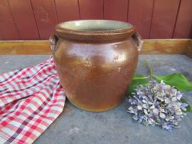 Oude Franse aardewerk pot