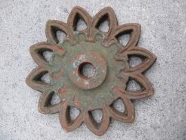 Antiek gietijzeren muuranker model Zonnetje