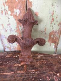 Antiek gietijzeren ornament