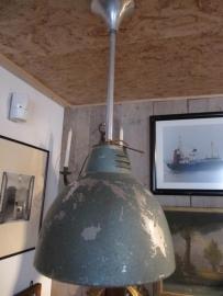 Oude industriële hanglamp