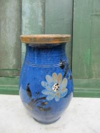 Hongaarse blauwe kan met bloemen