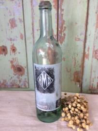 Oude fles met geetst etiket.  HMD Leuven.