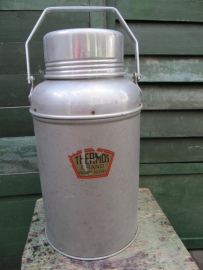 Oude grote Thermos kan.