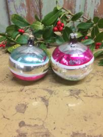 Oude kerstbal in zilver/kleur