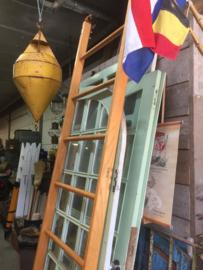 Oud houten klimrek