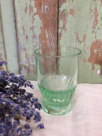 Brocant groen glaasje op voet