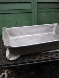 Mooie brocante oude vleesbak van aluminium