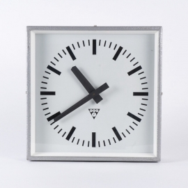 Vierkante metalen industriële klok