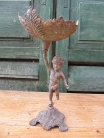 Oude metalen standaard met engeltje
