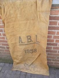 Oude jute zak uit het Belgisch leger uit 1958