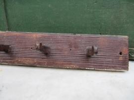 Brocante houten kapstok met 7 houten haken.