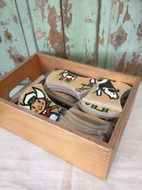 Vintage kistje met houten puzzel