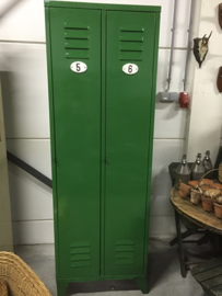 Oude lockerkast in groen ***