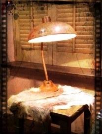Hele oude mooie industriële tafellamp