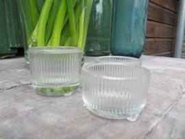 Oud brocante theelichtjes houder van glas op 3 voetjes