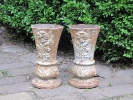 Oude Franse gietijzeren vazen set van 2 stuks met bloemmotief