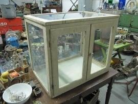 Antiek glazen kastje