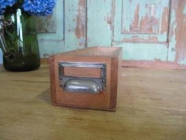 Oude houten kistjes met komgreep
