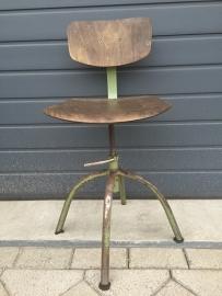 Oude industriële stoel*