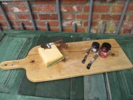 Mooie oude houten snijplank met handvat