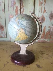 Oud klein wereldbolletje
