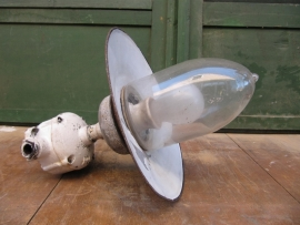 Oude Brocante lamp met emaille kapje