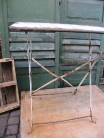 Antiek metalen klaptafeltje