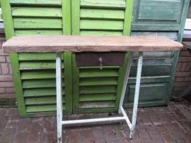 Oude (side) tafel met lade