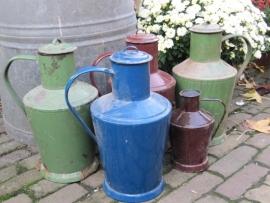 Hele mooie oude Roemeense Blauwe emaille melkkan met dop