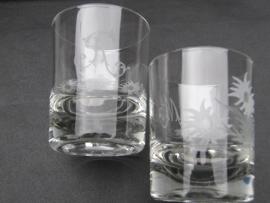 Gegraveerde glazen met initialen R of M