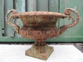 Franse oude gietijzeren louvre vaas