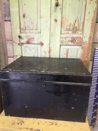 Oude metalen kist