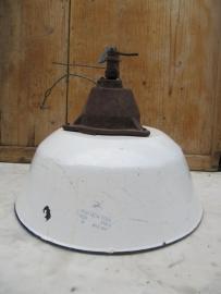 Industriële lamp met witte kap